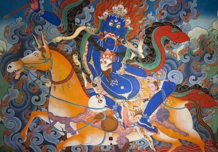 По тибетской традиции они перемещаются вслед за Защитниками. Например — за Шри Дэви — Покровительницей Тибета.