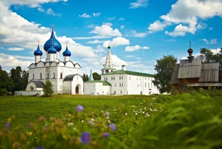 Древнейшая часть Суздаля города - это кремль