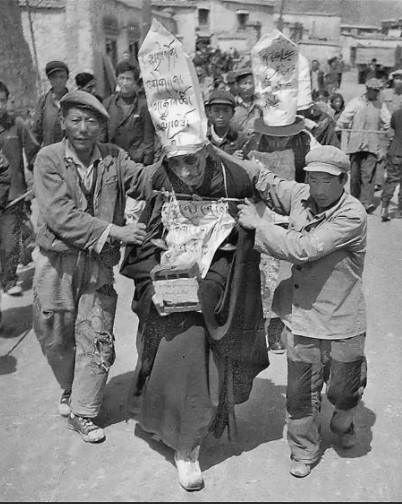 китайцы мучают тибетцев
