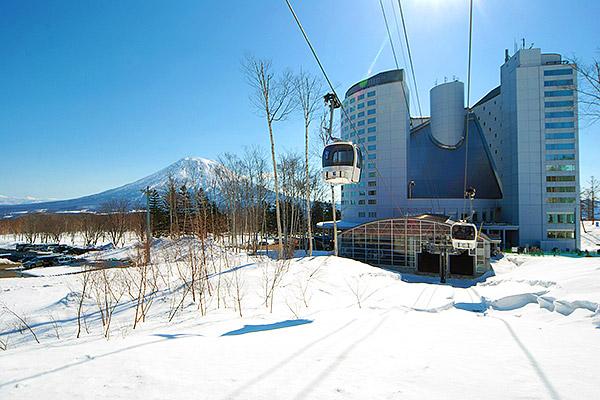 Hilton-Niseko-Village-Winter-Exterior-(1)