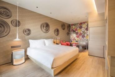 002Hotel Indigo Deluxe Room_1