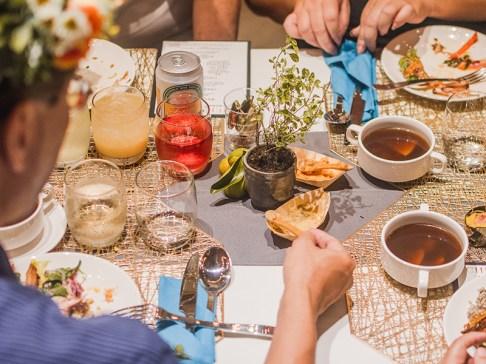 10【易遊網】全艙等旅客皆可享用名廚「王群翔」打造的大地餐桌晚宴