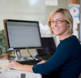 woman at computer learning cheapest online myob xero excel training courses study