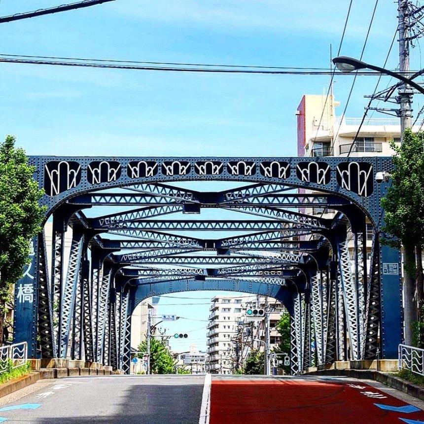 深川に架かる橋