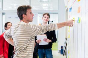 HelloWork recrute à Rennes et Pessac : rédacteur web, SEA, développeurs front-end, C#, PHP…