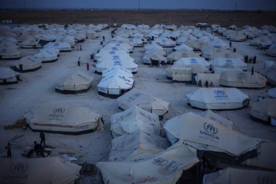 Réfugiés syriens du camp de Zaatari se préparant pour l'hiver. Crédits: B. Sokol. UNHCR