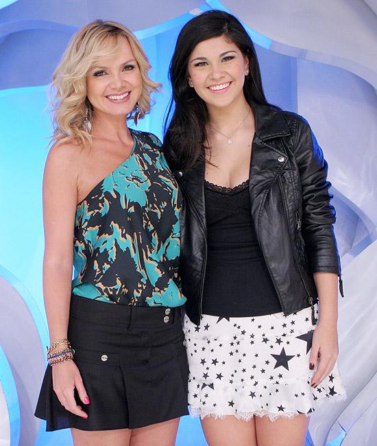"Eliana e a jovem Luisa, famosa na internet por ""Luisa está no Canadá"""