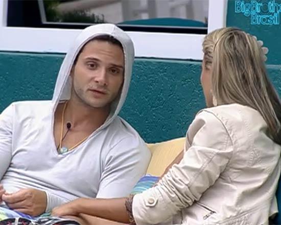 Ronaldo e Fabiana discutiram feio depois de serem indicados para o paredão