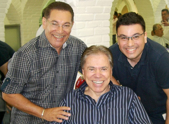 Silvio Santos com os cabeleireiros Jassa e Robson Jassa