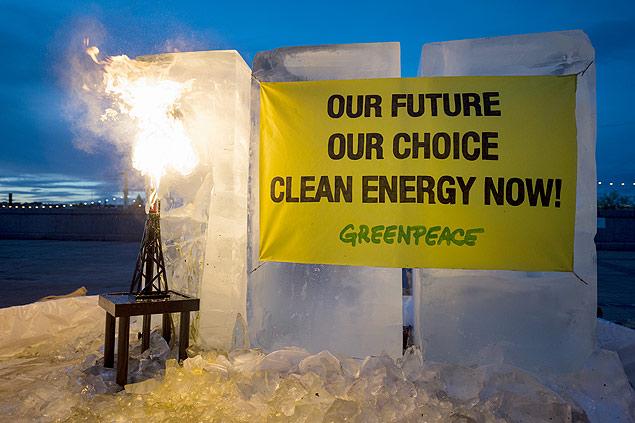 Protesto do Greenpeace em frente ao local de reuniões do IPCC, em Estocolmo