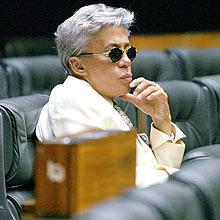 O deputado federal Clodovil Hernandes (PTC-SP) de volta ao plenário da Câmara dos Deputados após o incidente em 31 de maio de 2007, em que foi retirado de avião por discutir com passageiros, em Brasìia (DF). (Brasìia, DF, 04.06.2007. 16h50. Foto de Leonardo Wen/Folha Imagem)