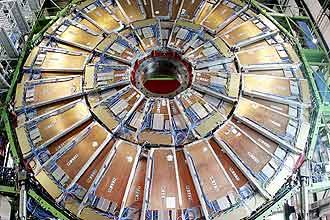 Grande Colisor de Hádrons, acelerador de partículas europeu construído entre a Suíça e a França, entrou em operação em 2010