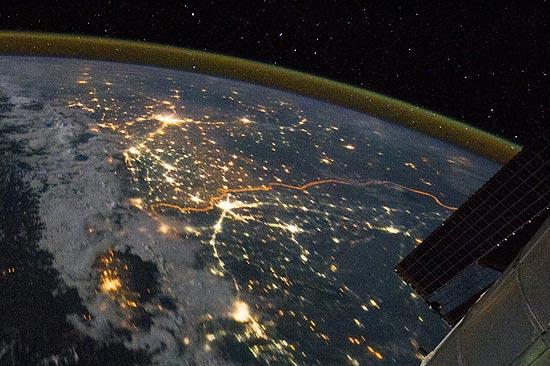 Foto tirada por astronauta em 21 de agosto, divulgada recentemente, mostra fronteira Índia-Paquistão (em laranja)