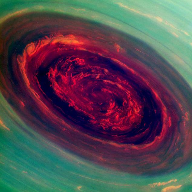 Imagem da sonda Cassini mostra furacão gigante no polo Norte se Saturno