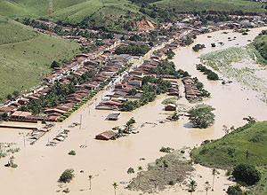 Enchentes destróem casas e deixam desabrigados na cidade de Jacuípe; Estado de Alagoas registra 19 mortes