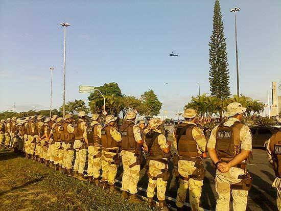 Exército participa de cerco a Assembleia Legislativa da Bahia; PMs em greve permanecem no local