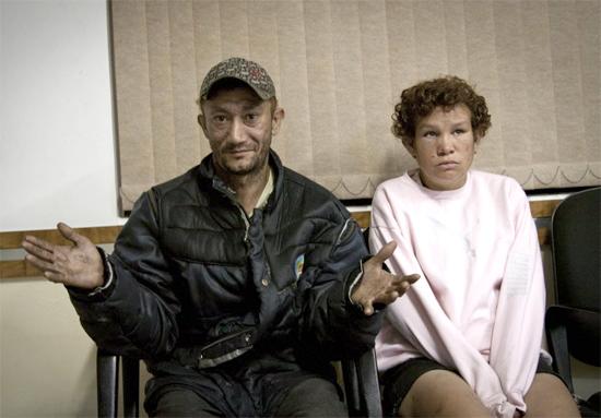 Rejaniel de Jesus Silva e a mulher, Sandra Regina Domingues, no 30º DP do Tatuapé´após entregarem o dinheiro