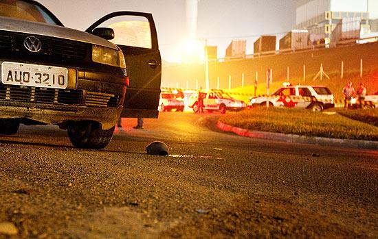 Carro no local onde houve confronto entre policiais militares em Guarulhos, na Grande São Paulo