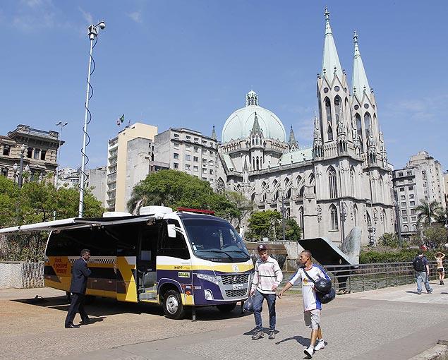 """O ônibus """"big brother"""" da GCM (Guarda Civil Metropolitana) ficará 24 horas por dia na Sé e em outros cinco locais da cidade"""