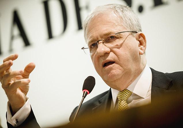 O novo reitor da USP, Marco Antonio Zago, durante debate na Folha em novembro