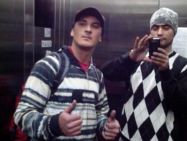Rapazes mortos em apartamento na zona leste de São Paulo; segundo amigos, a foto foi tirada no prédio do crime
