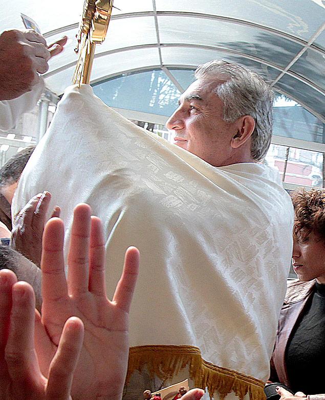 Osvaldo Palópito, em celebração na Luz (centro de SP)