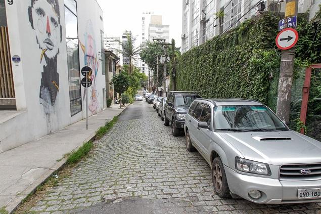 Rua Moacir Piza, no Jardim Paulista, em que moradores protestam contra usuários de drogas que frequentemente usam a rua para consumo