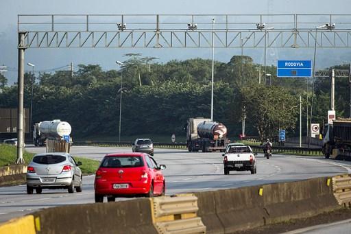 SAO PAULO - SP - BRASIL, 31-05-2017, 16h00: RADARES NAS RODOVIAS. Radar em operacao na rodovia dos Imigrantes, proximo a balanca, altura do km 30. (Foto: Adriano Vizoni/Folhapress, COTIDIANO) ***EXCLUSIVO FSP***
