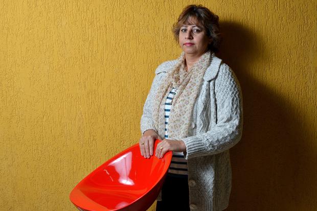 A professora Lucia Munhoz, 49, já teve problemas de saúde ao trabalhar em duas escolas