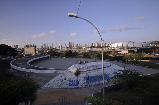 Um dos projetos do renomado arquiteto Oscar Niemeyer, o Presepio de Natal, localizado na avenida Prudente de Morais, bem próximo ao estadio Arena das Dunas, esta abandonado e depredado, com muitas pichacoes lixo.