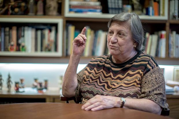 Belo Horizonte, MG, BRASIL, 17-11-2017, 11:00h. Retrato da educadora Magda Soares, 85, em sua casa em Belo Horizonte. Ela é uma das maiores especialistas em alfabetização no país.(Luis Evo/Folhapress COTIDIANO) *** EXCLUSIVO FOLHA *** ORG XMIT: Luis Evo