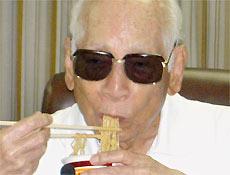Momofuku Ando, fundador da Nissin Food Products e criador do macarrão instantâneo