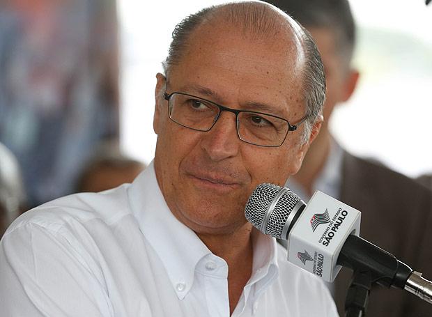 Durante a inauguração de obras da linha 4-laranja, em abril, o governador Geraldo Alckmin foi recebido por uma manifestação de professores na porta do evento