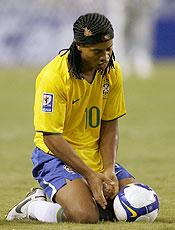 Ronaldinho tenta se recuperar no Milan e na seleção brasileira