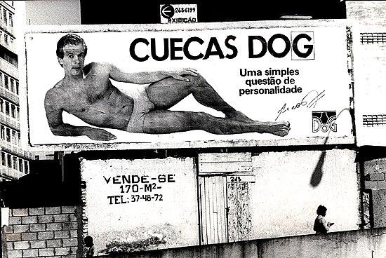 Outdoor em São Paulo, com Leão de cueca; clique na foto e veja imagens da carreira do técnico
