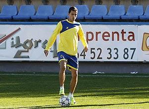 O atacante Nilmar treina com o grupo do Villareal