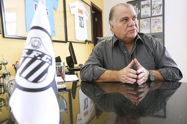 Odílio Rodrigues Filho, presidente do Santos, dá entrevista na sede do clube, na Vila Belmiro