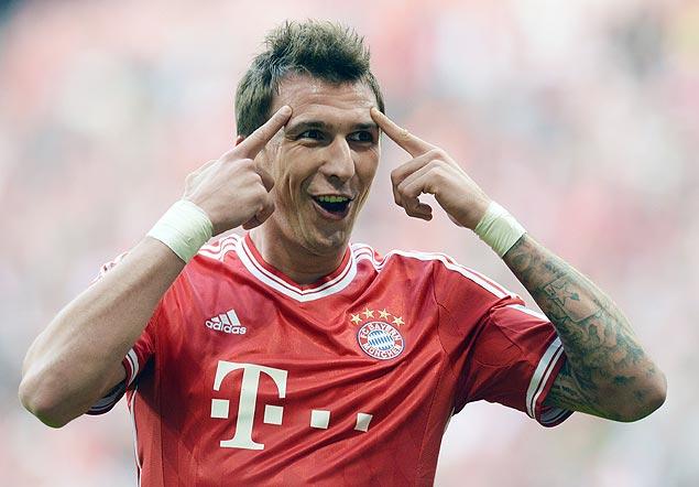 Mandzukic comemora gol feito na vitória do Bayern de Munique