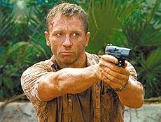 Ator Daniel Craig vive o charmoso espião James Bond; rainha foi ver gravações