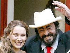 Luciano Pavarotti e Nicoletta Mantovani; revista publicou que ela sofre de esclerose múltipla