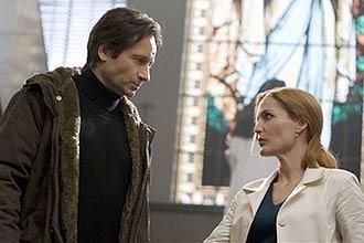 """David Duchovny e Gillian Anderson como os agentes do FBI Fox Mulder e Dana Scully no filme """"Arquivo-X: Eu quero acreditar""""."""