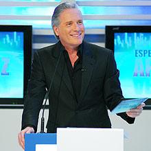 O apresentador Roberto Justus assina contrato de quatro anos com o SBT