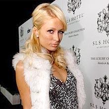 A socialite Paris Hilton, que aparece em campanha da cerveja Devassa, da Schincariol