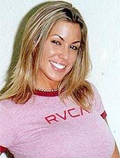 Joana Prado em foto de 2004; modelo não deixou programa exibir fotos da Feiticeira