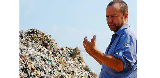 """Cena de """"Lixo Extraordinário"""", documentário sobre o artista brasileiro Vik Muniz que pode concorrer ao Oscar"""