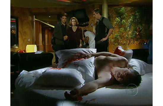 """O personagem Saulo (Werner Schünemann) foi achado morto em um quarto de motel no capítulo de segunda-feira de """"Passione"""""""