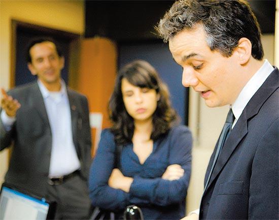"""Os atores Irandhir Santos, Maria Ribeiro e Wagner Moura em cena de """"Tropa de Elite 2"""""""