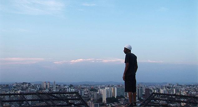 """Cena do filme """"O Céu sobre os Ombros"""""""