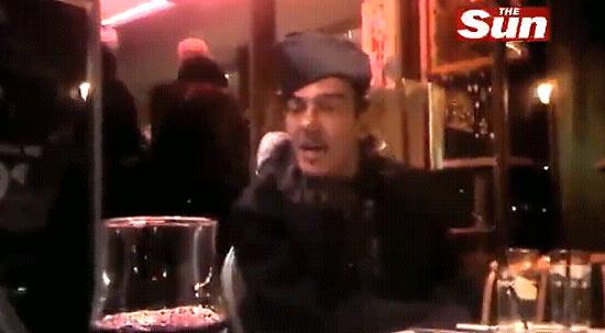 Reprodução do vídeo do site do tabloide ingês mostra Galliano bêbado