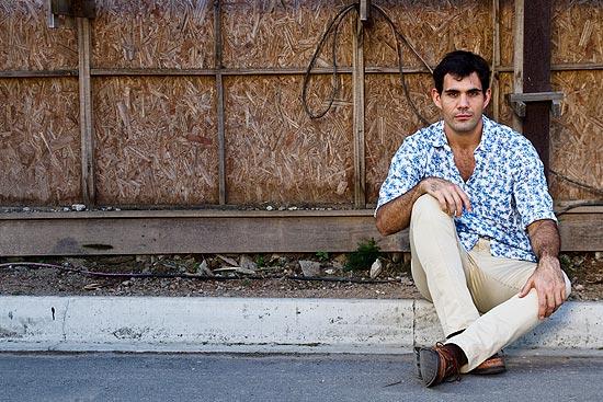 """Otor Juliano Cazarré, que interpreta Ismael, o capanga de Norma na novela """"Insensato Coracao"""""""